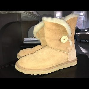 UGG boots (bailey button)
